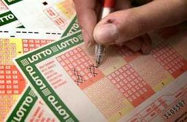 Sweden Lotto player chooses his winning lottery numbers.