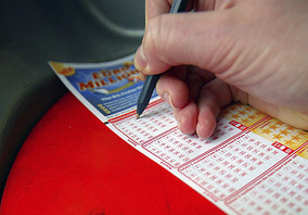 Euromillions player chooses lotto lucky winning numbers