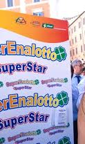 Superenalotto SuperStar street advertisime